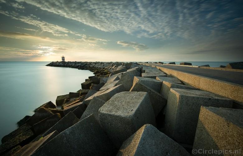 """De andere Pier - Het Noordelijk Havenhoofd in Scheveningen, een wat minder bekende pier van Scheveningen - misschien minder spectaculair dan de """""""