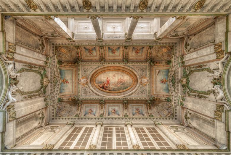 La bella Italia - De prachtige hal van een voormalig badhuis. Het badhuis ligt er helaas al jaren leeg en verlaten bij. Ik heb deze locatie dan ook va
