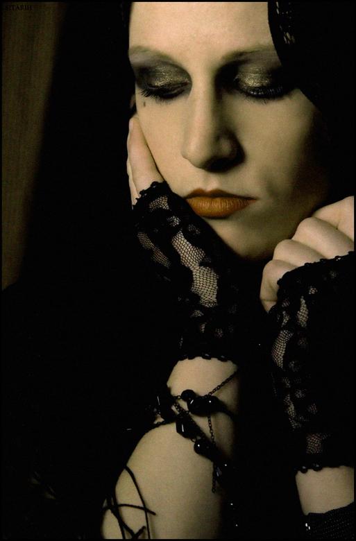 Rouw serie, deel II - Model: Natasja den Toom, tevens geweldige zangeres!