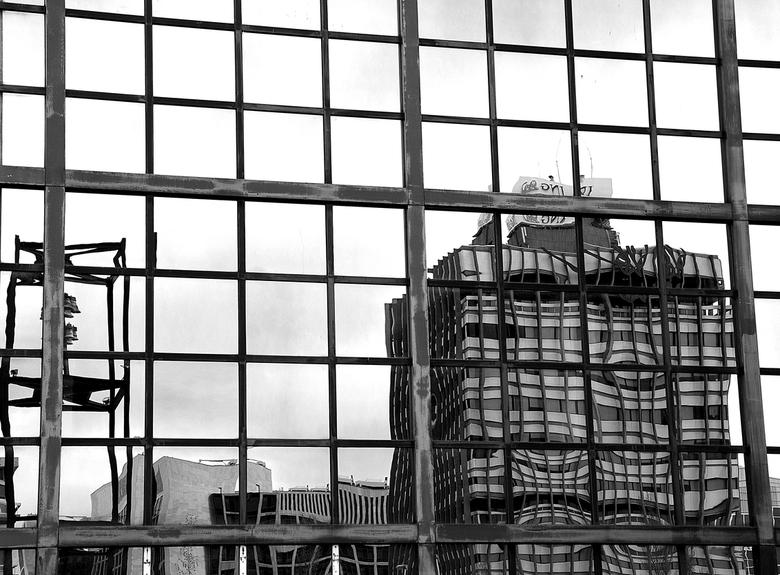 Bankencrisis? - Leeuwarden, spiegeling ING-gebouw