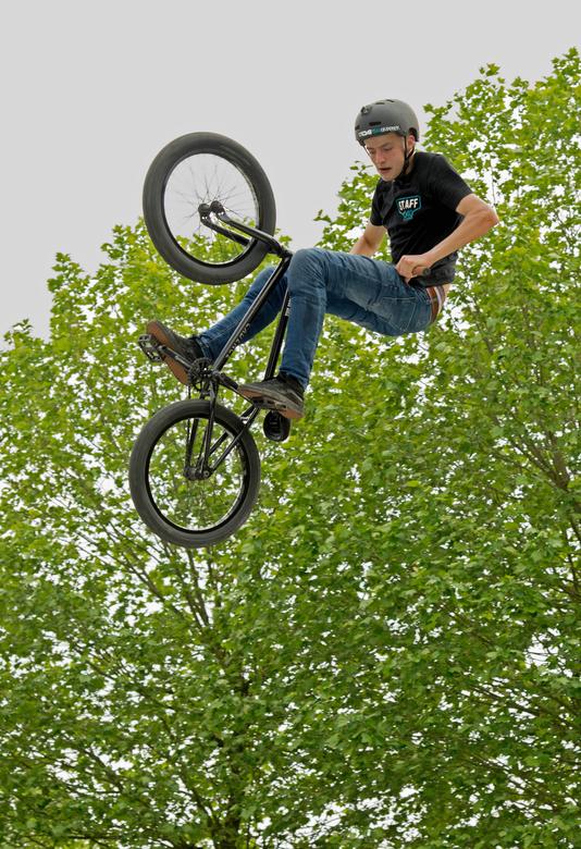 BMX demo fotofair 2016 - Een van de BMX fietsers tijdens de demo's op de fotofair 2016. Vooraf handmatig scherp gesteld.