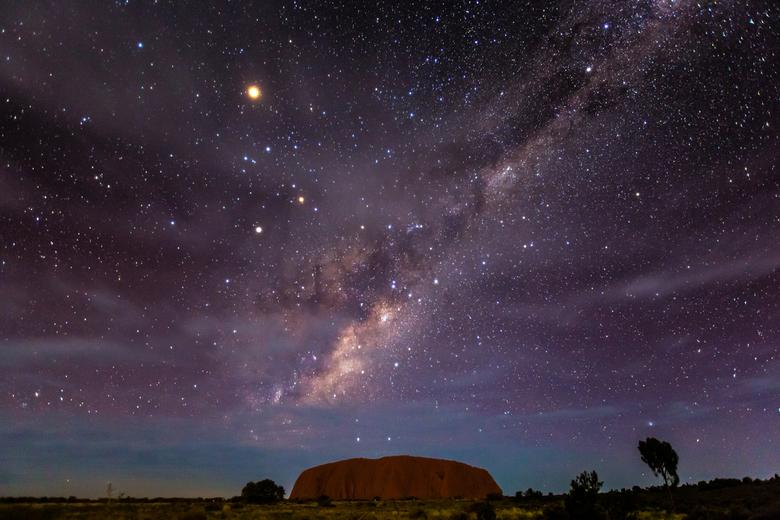 Ayers rock met melkweg - Na 10  jaar wachten heb ik eindelijk deze foto kunnen nemen. Ayers Rock met de Melkweg.