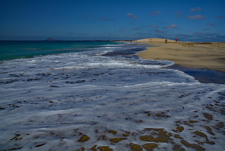 DSC_0482-1 - Genietend aan het strand in Kaapverdië, Sal, met mijn camera.