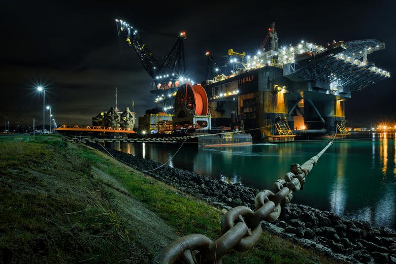 Thialf - Eind 2020 naar Rozenburg gereden om daar dit prachtige half afzinkbare kraanschip te zien.