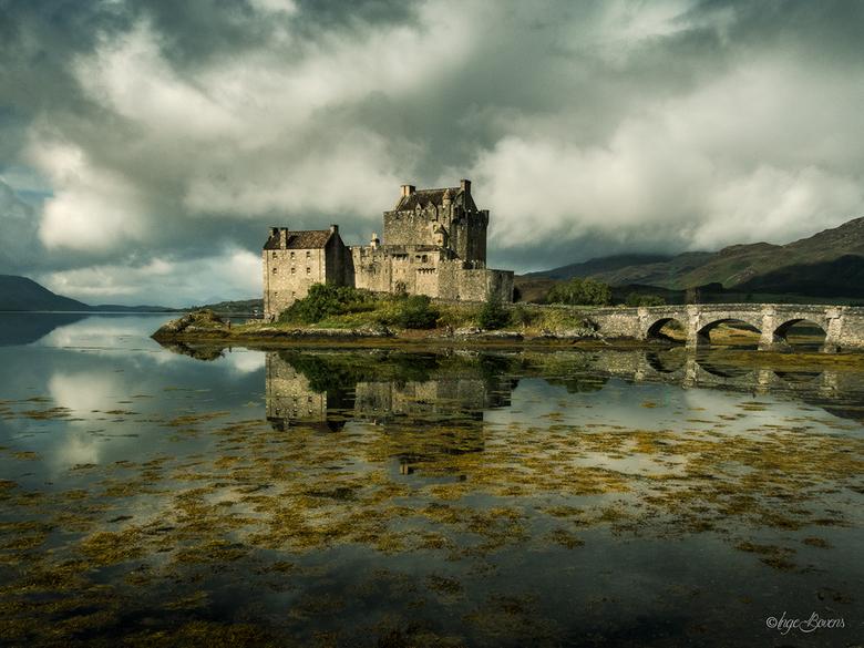 Eilean Donan Castle. - Eilean Donan Castle, Schotland. Toen we aankwamen regende het pijpestelen en was de lucht één grijze massa. Vijf minuten later