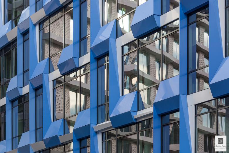 Blue Tetris - Gevel van een kantoorpand
