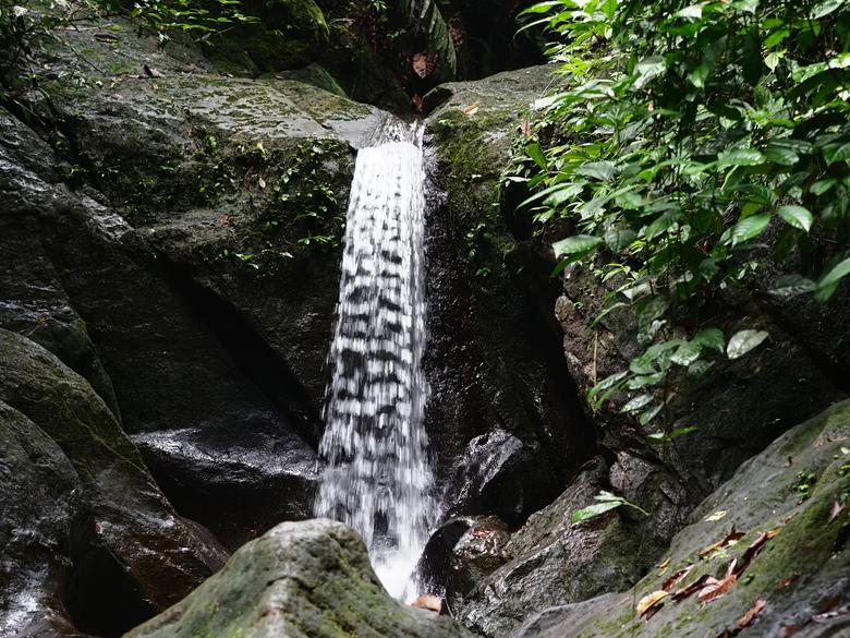 Mijn Reizen - In de Rimboe   kom je regelmatig wat watervallen tegen  zoals  deze  altijd leuk om ze te laten bevriezen  op de foto. <br /> <br />
