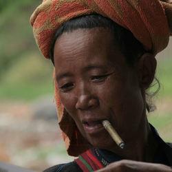 vrouw in Myanmar