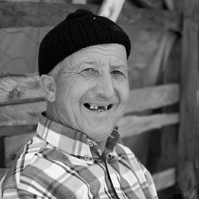 SMILE! - Tijdens een rondreis door het binnenland van Turkije trof ik deze goedlachse man die fruit aan me verkocht. Even in mijn beste Turks gevraagd