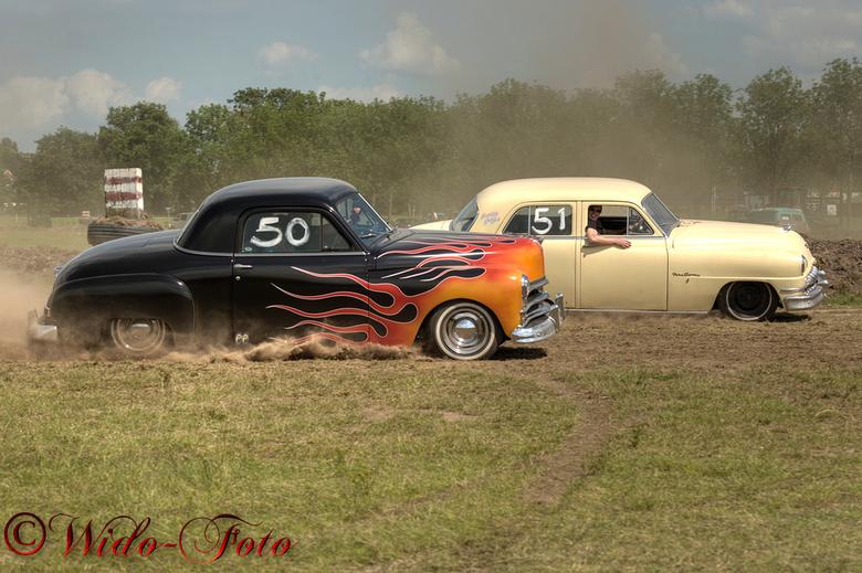 Strakke inhaalactie! - Old Style Racen op de dirttrack in Eelde met oude Amerikanen