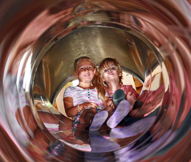 Samen glijden - Noterhof in zwolle,kunnen de kinder heerlijk spelen.<br /> <br /> Mvgr Roy