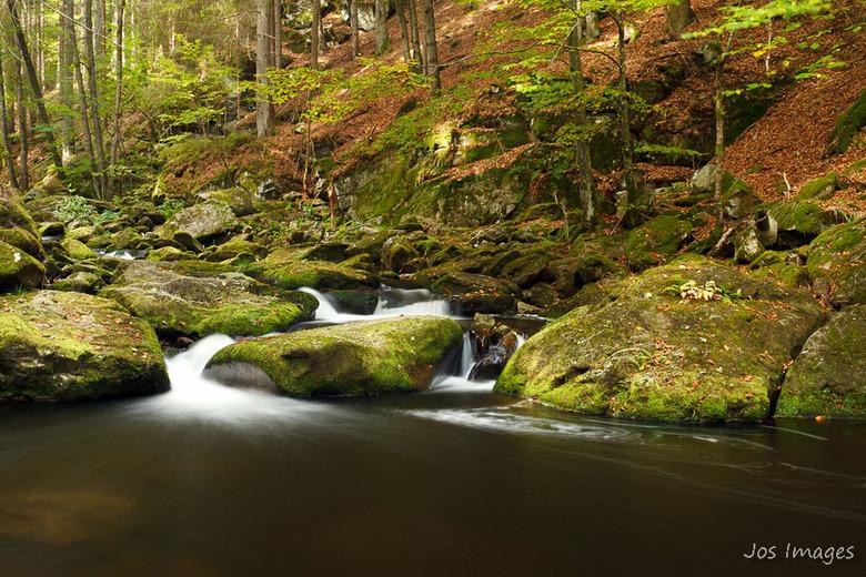 Steinklamm - Een watervalletje in de herfstkleuren.<br /> Fijn weekend!<br /> Groet,<br /> Jos