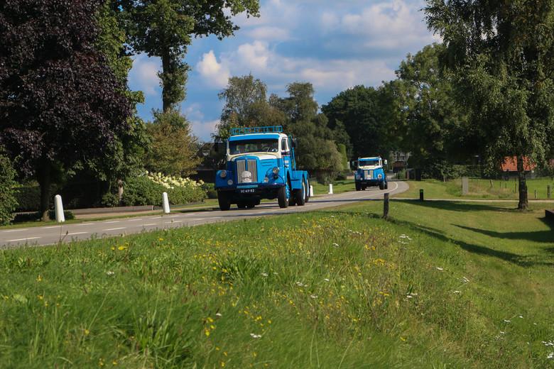 Redder Transport - Twee oldtimer Scania Vabis trucks van Redder transport uit Staphorst. De trucks reden meer met de Scania Vabis torpedo toerrit. Tij