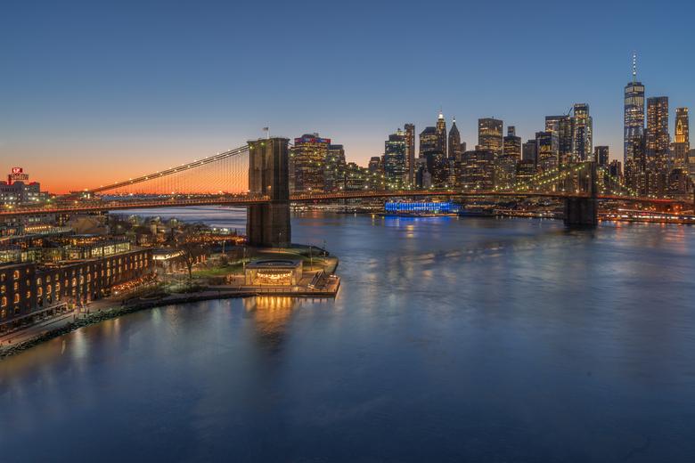 The bridge into the city - Net vóór alle coronamaatregelen had ik het voorrecht om New York een paar dagen te bezoeken. Wat een indrukwekkende stad me