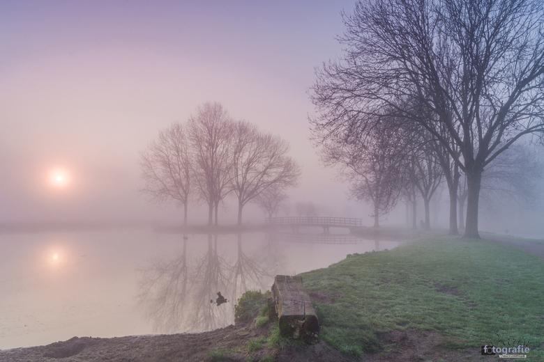 Zonsopkomst met mist! - Eén van de laatste ochtenden in maart. Wat een geweldige speciale zonsopkomst was dat! Geniet mee.... vanuit het park de Henne
