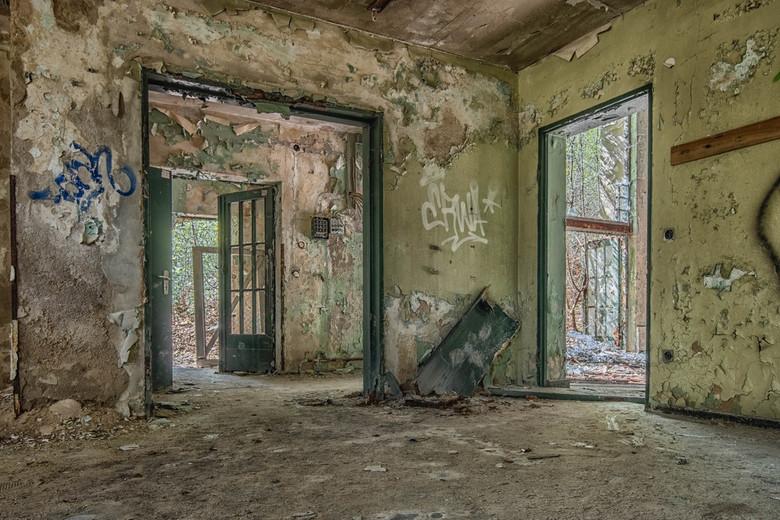 Doors - Achter iedere deur schuilt een ander verhaal