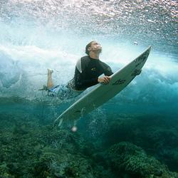 Duckdive bij het surfen