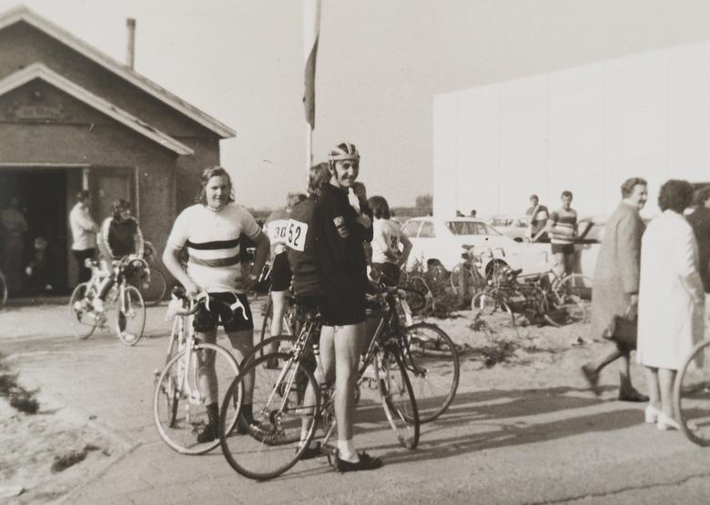"""P9 - Ietsjes terug in de tijd <img  src=""""/images/smileys/smile-big.png""""/>..rondje wielrennen met  mijn neef  Engel."""