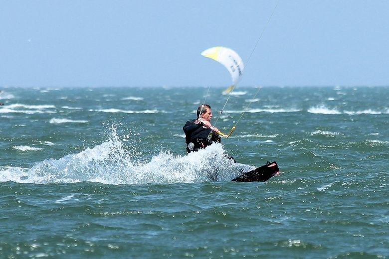 kitesurfen ouddorp - gisteren even bij strand geweest en een paar foto's gemaakt van kitesurfers bij de brouwersdam