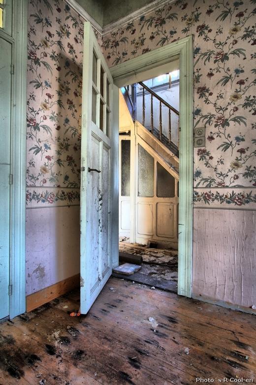Maison Ortie #1 - Vorige week samen met evh-fotografie een kijkje genomen in dit vervallen huis.<br /> Jee, zo ernstig dat we de trap niet op durfden