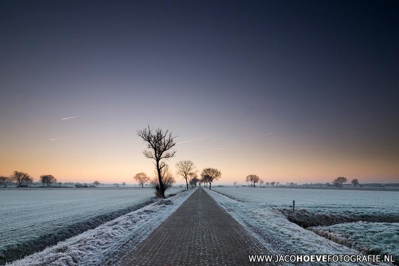 30-december-2016-01 - Vanmorgen geen mist in Staphorst... Puur genieten van de wintersfeer.