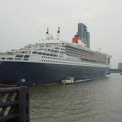 GROOT en klein Queen Mary 2