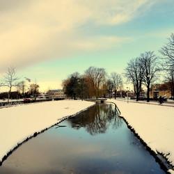 Winter,sneeuw,en mooie lucht.