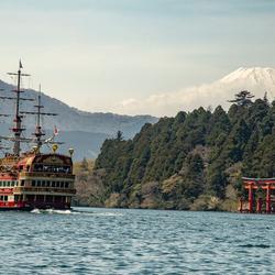Rondvaart op Lake Ishi met op de achtergrond Mount Fuji (Regio Hakone)