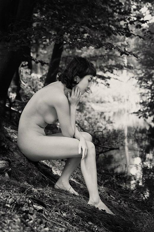 grieving girl - Sonya Lynn