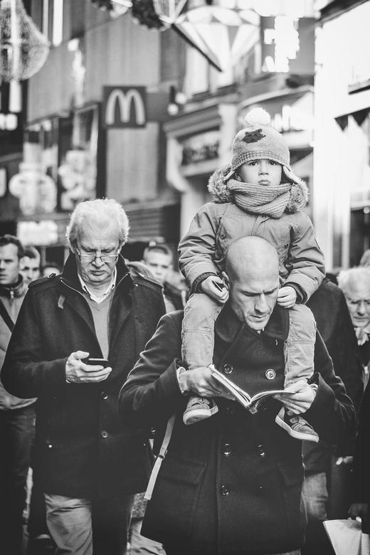 in de Kalverstraat - Eerste poging tot straatfotografie