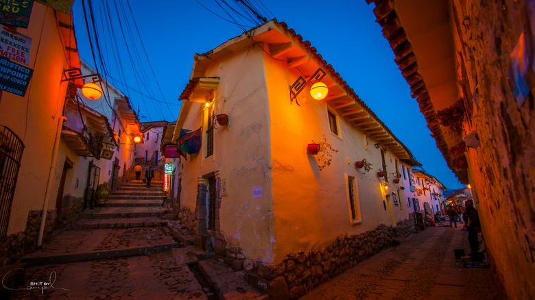 Cusco streets - Het hoekhuis in de gezellige San Blas wijk van Cusco. Heel aangenaam kuieren hier, met de vele winkeltjes en cafeetjes.