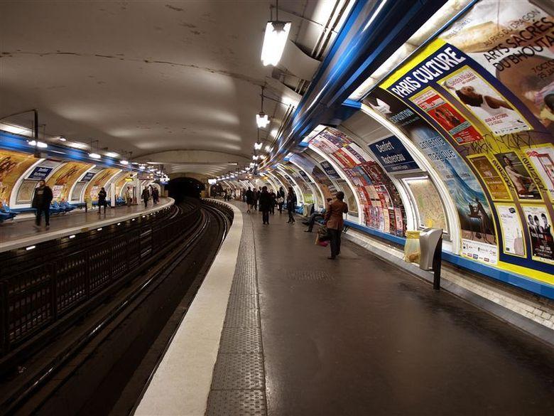 Le Metro - Parijs 2009 - 7 - 1/13 sec - f 3.2 - Iso 100