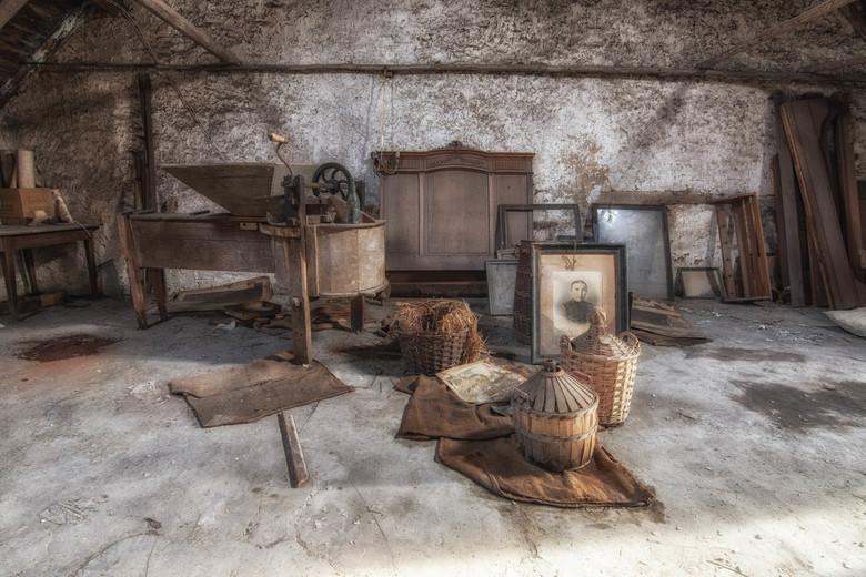 The attic - Verlaten zolderkamertje