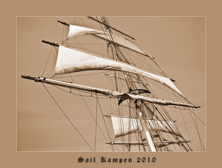 De zeilen gehezen - Deze is ook van Sail Kampen op tweede Paasdag 2010. We zeilden mee met de Stedemaegt. Heen op de IJssel met de motor en terug met