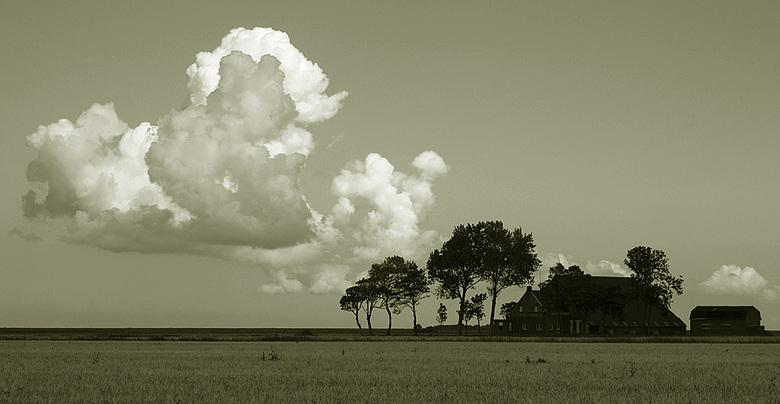 Achter de dijk - Noordpolderzijl, Groningen het landschap achter de waddendaijk.<br /> Leeg,eenzaam,rustig,recht,strak.