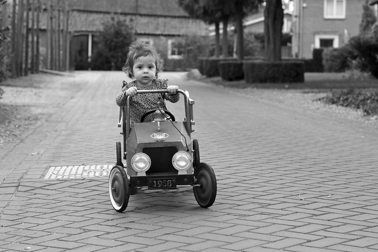 geslaagd voor rijbewijs  - Noa is mijn kleinkind worden volgde week een  jaar deze oude auto vast gekregen voor haar verjaardag zo blij mee .