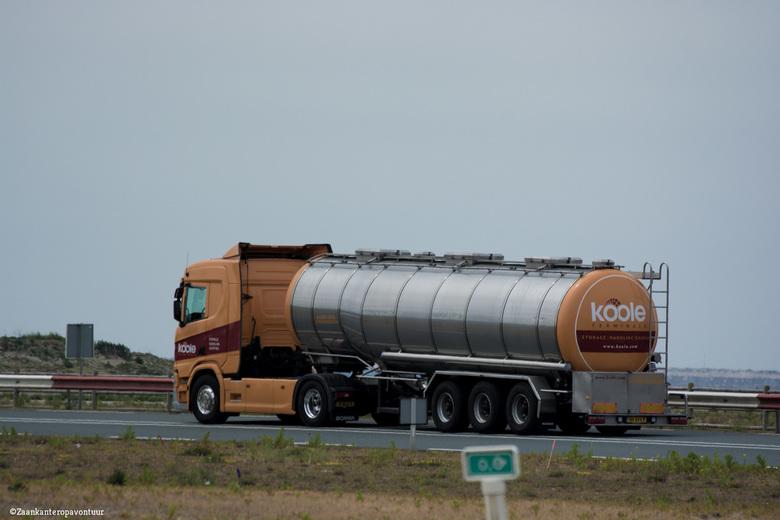 Scania Nur fur Lebensmittel. - Een paar uur hiervoor heb ik 1 van de coasters op de foto gezet. Koole heeft drie coasters en een grote vloot binnenvaa