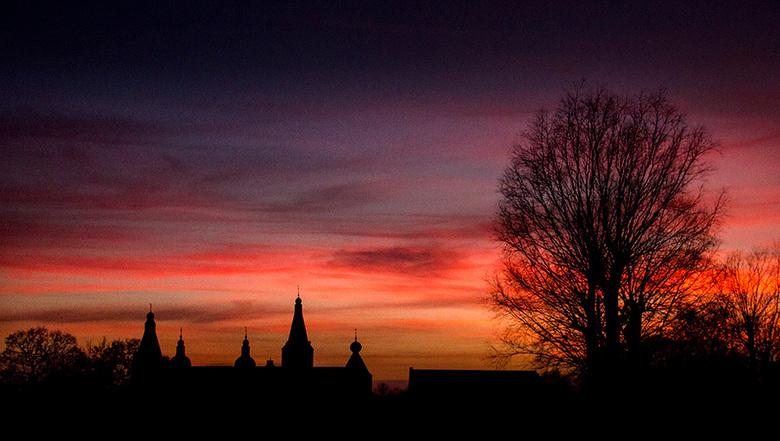 night castle  - night castle<br /> <br /> goedemorgen allemaal<br /> de kenners ter plekke weten natuurlijk<br /> dat het een avondplaat is<br />