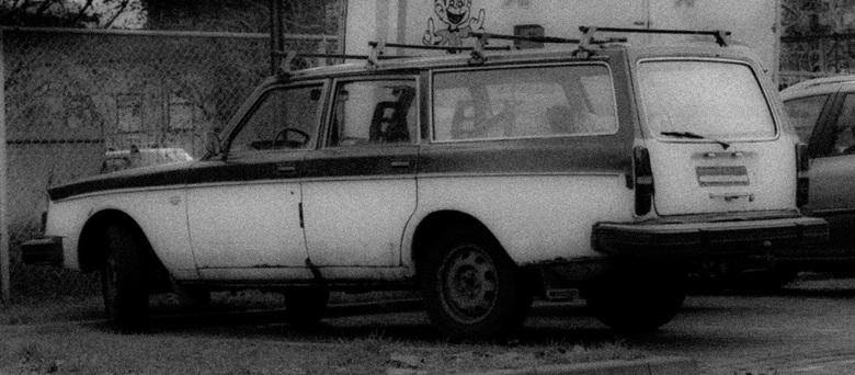 Ik rij hem helemaal op.... - Deze oude Volvo zag ik op een parkeerplaats staan. Ik had er meteen een idee mee om er een foto van te maken zoals je die