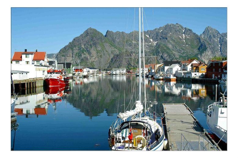 Lofoten - Henningsvær is een plaats in de Noorse gemeente Vågan, provincie Nordland en is een van de kleine havenplaatsjes op de Lofoten