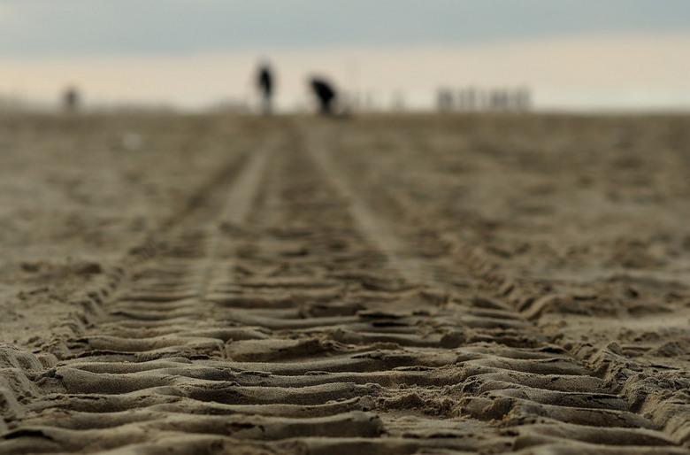 Spoor,.. - Zoekers,...Even terug naar Zandvoort...<br /> soms ga je te snel aan de momentjes voorbij..<br /> die blijven dan in de mapjes..en ja zon