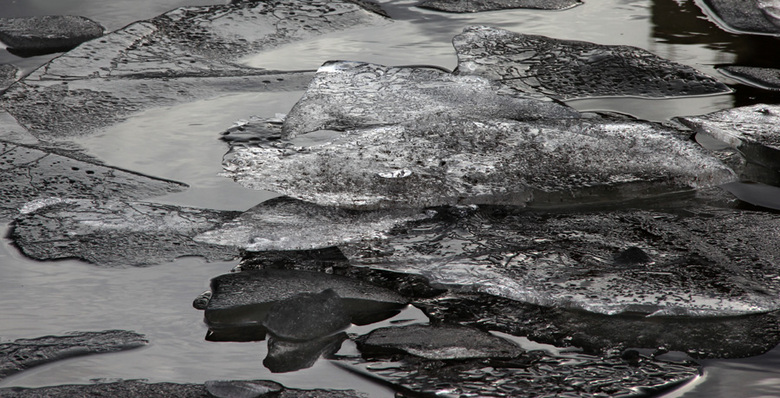 artic iceplates too - artic iceplates too <br /> <br /> in het kanaal bij Weert <br /> dreven deze schotsen <br /> <br /> cam1/9499 <br /> by -