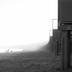 Zeelandstrand met mist