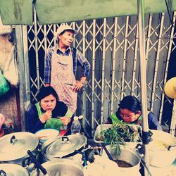 Voedselkraampje in de straten van Bangkok