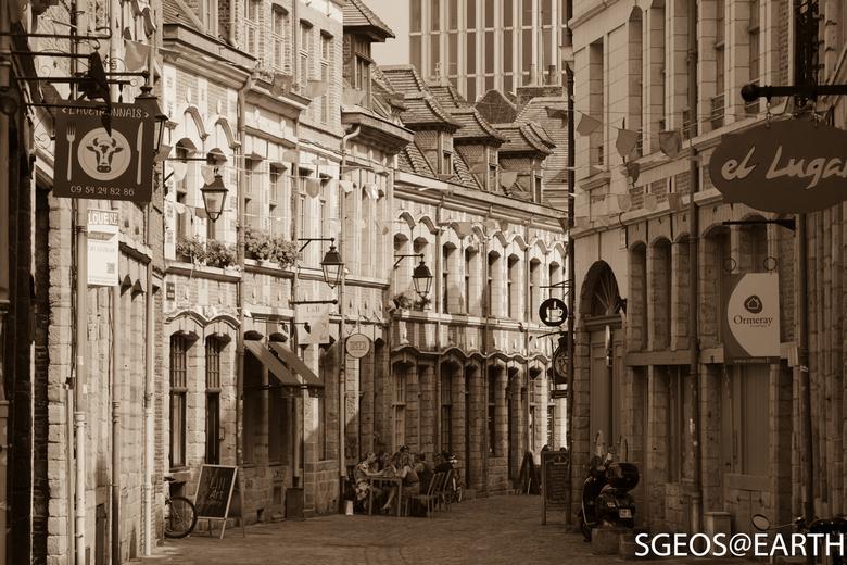 Prachtige straatjes in Lille - Frankrijk - Prachtige straatjes in Lille - Frankrijk. Dit straatje leidt naar Place aux Oignons waar diverse kleine res