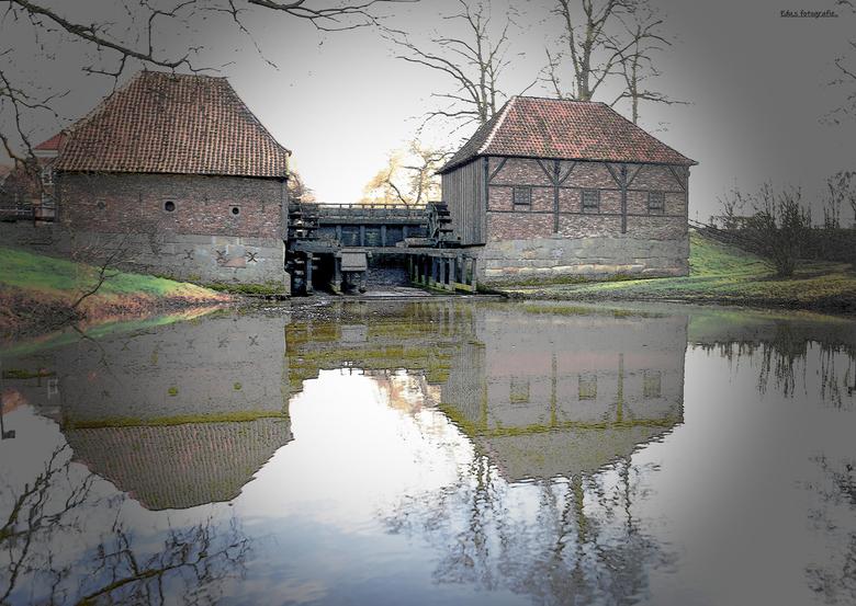 DSC_0652  Oostendorper Watermolen. - Watermolen gebouwd  in 1548.<br /> <br /> met links een oliemolen , 1 rad.<br /> <br /> rechter korenmolen me