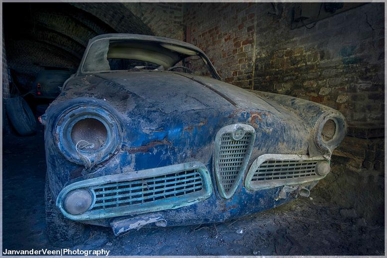 Lost Alfa - Oude foto van een jaar of 4 geleden opnieuw een HDR gemaakt in LR en nabewerking  doordrukken/Tegenhouden met Photoshop