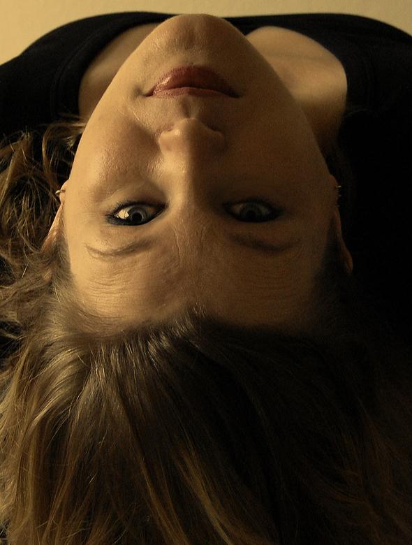 Ondersteboven van jou - Deze foto is met afstandsbediening geschoten, zelfportret. Uit dezelfde serie als die van gisteren, geen flitser gebruikt, nat