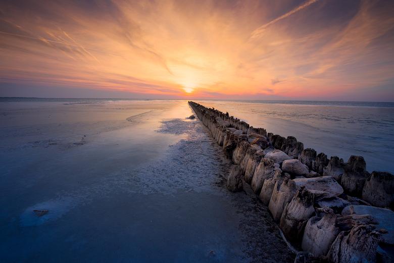 winters glow - Winters glow<br /> <br /> N geweldige avond aan t dorpje Hindeloopen, tijdens t bevroren ijselmeer!<br /> <br /> Mvg Ferry
