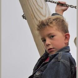 Axel in het speeltuin